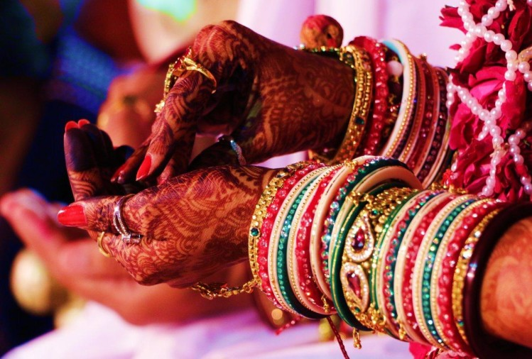 After all, why do women wear bangles, what is the reason behind this? चूड़ियाँ